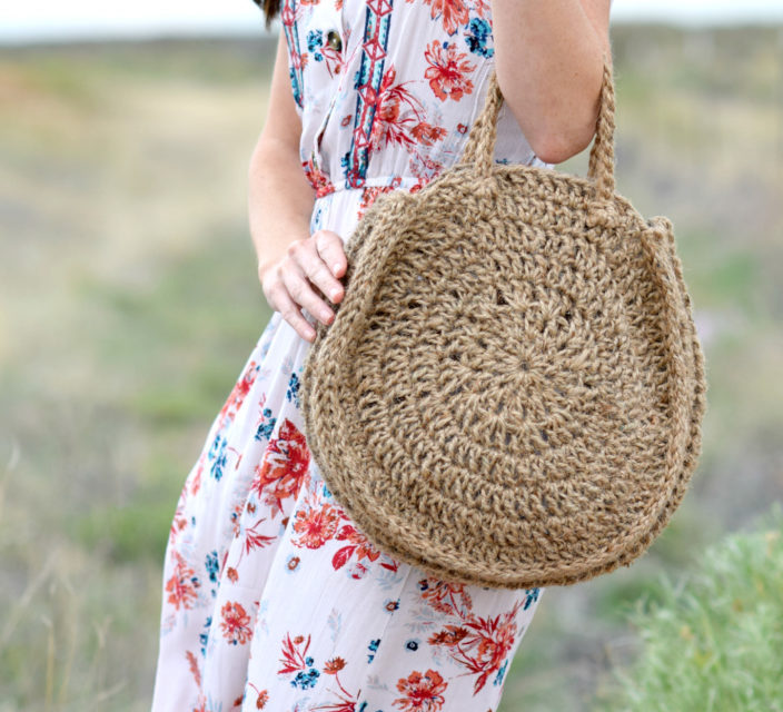 Crochet a Summer Circle Bag! Free Pattern and Tutorial From Mama in a Stitch