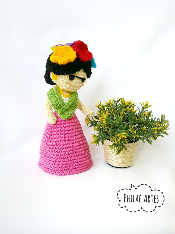 Crochet a Frida Kahlo Amigurumi Flower Vase ... It Transforms From a Doll to a Flower Pot!