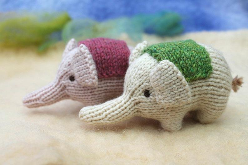 Get the knit pattern, designed by Sachiyo Ishii