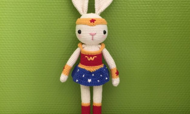 Crochet a Pair of Super Bunny Amigurumi … Inspired by Wonder Woman and Superman