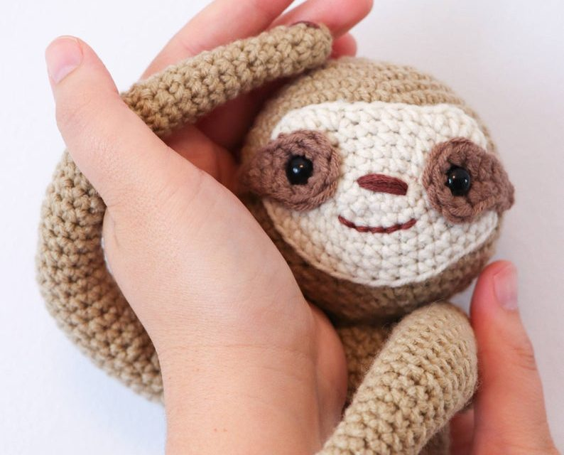 Crochet A Sloth Curtain Tie-Back … Smart AND Fun!