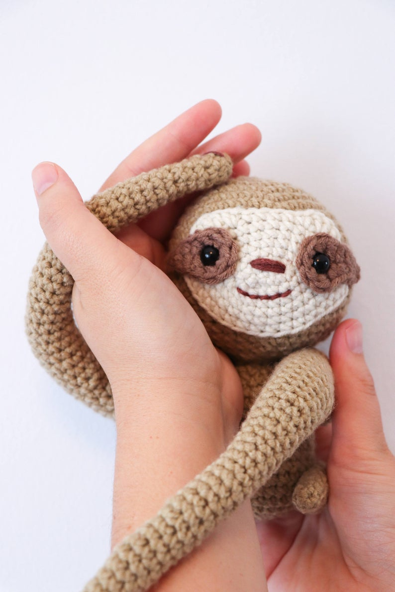 Crochet A Sloth Curtain Tie-Back ... Smart AND Fun!