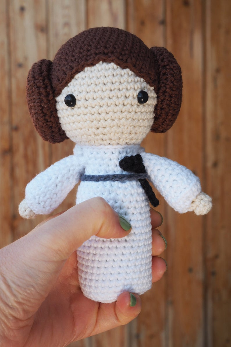 Get the pattern from Amigurinos softies