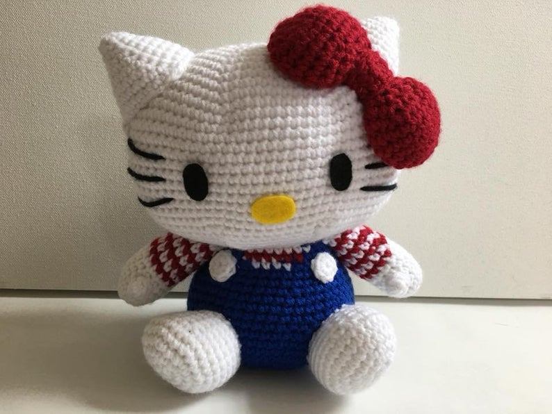Get the Hello Kitty pattern via Etsy!