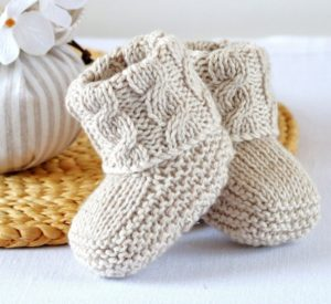 Get the baby booties pattern #knitting
