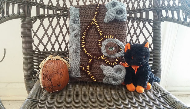 Crochet a Hocus Pocus Book Cover … This Is So Cool … And FREE!