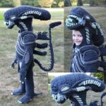 She Crocheted a Full-Body Xenomorph Costume From The Movie Alien – IT GLOWS!