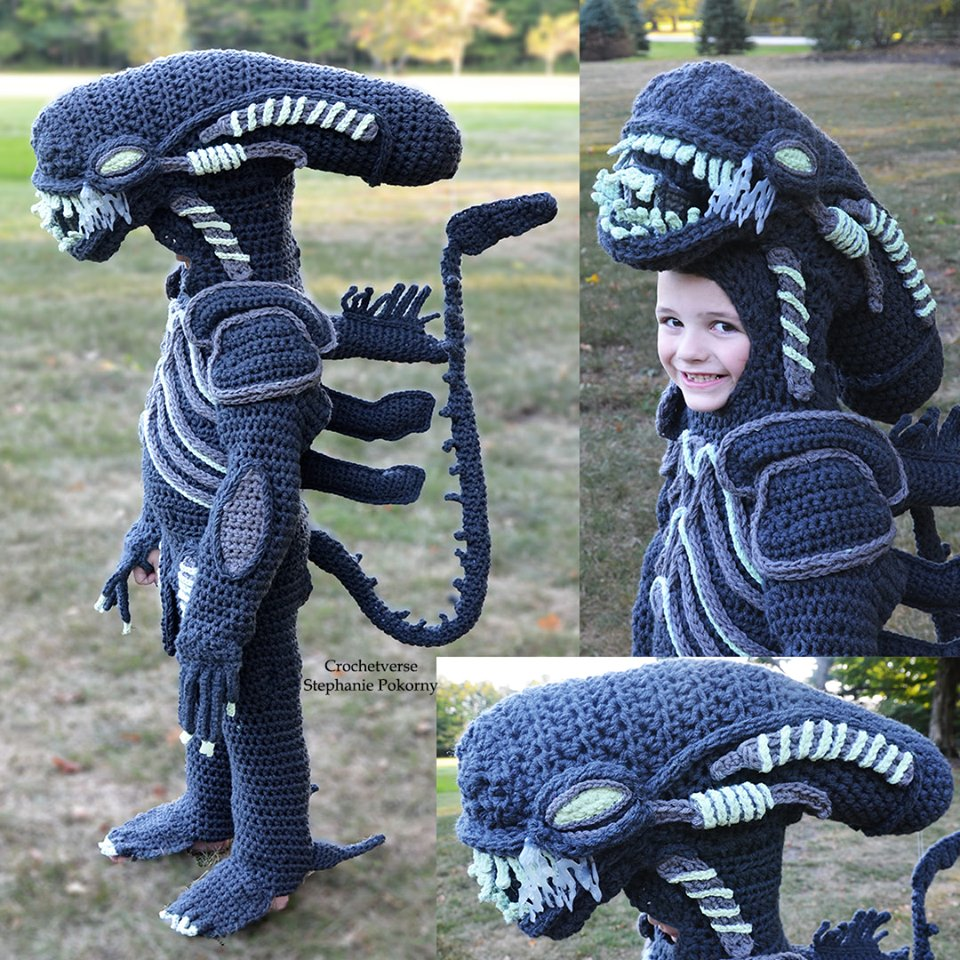 She Crocheted a Full-Body Xenomorph Costume From The Movie Alien - IT GLOWS!