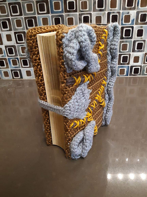 Crochet a Hocus Pocus Book Cover ... This Is So Cool ... And FREE!