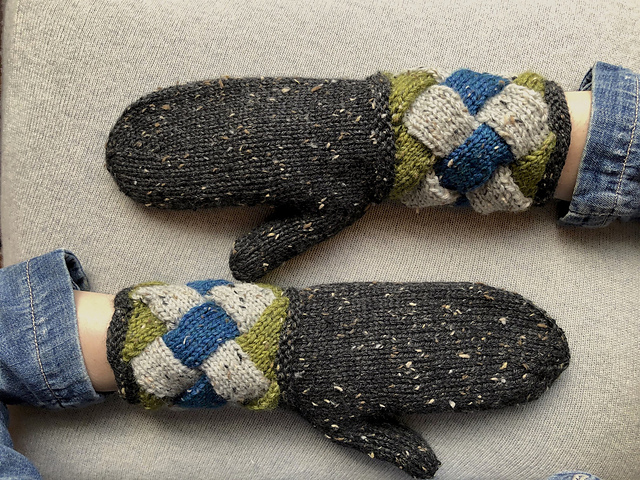 These 'Pulse Point' Mittens Have Entrelac Cuffs … So Cool!