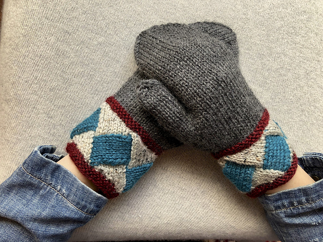 These 'Pulse Point' Mittens Have Entrelac Cuffs ... So Cool!