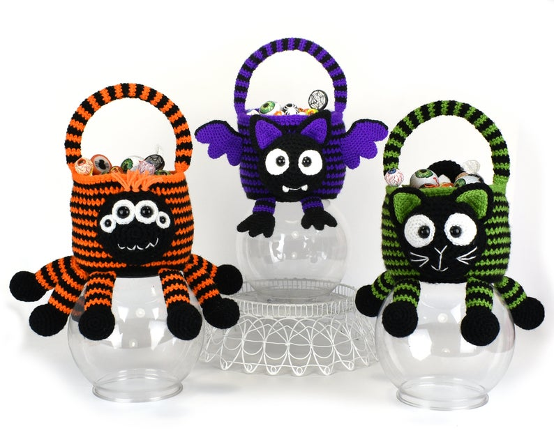 Practice Your Crochet StitchCraft On These Halloween Trick or Treat Bags