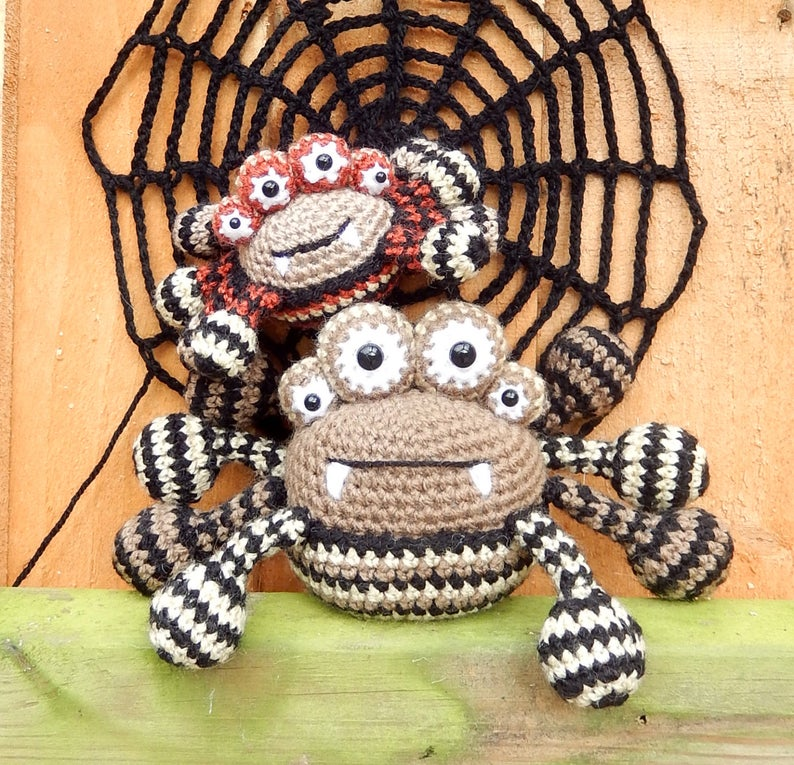 Get the Halloween pattern from Moji-Moji Design #crochet #halloween