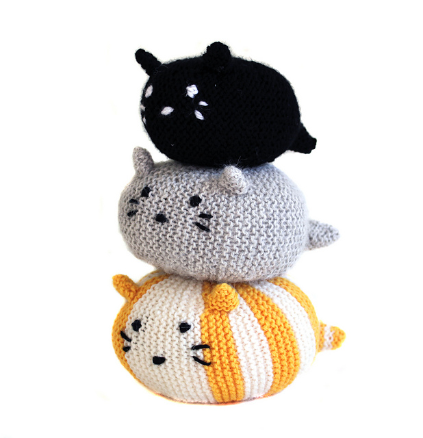 Knit a Cat Stack Attack! 'One cat is cute, a whole stack of cats is the cutest!'
