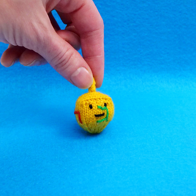 Knit a Little Dreidel With a Free Pattern From Mochimochi Land