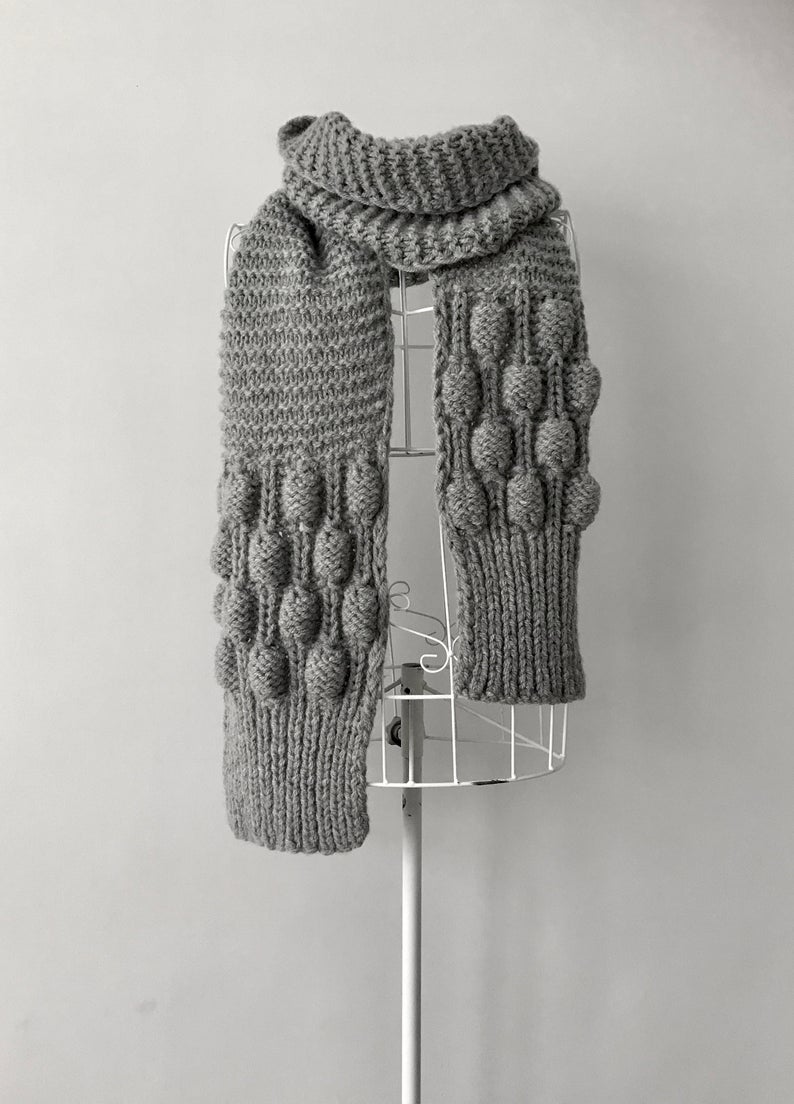 Get the knit pattern designed by Raimonda of Loose Loop Patterns #knitting