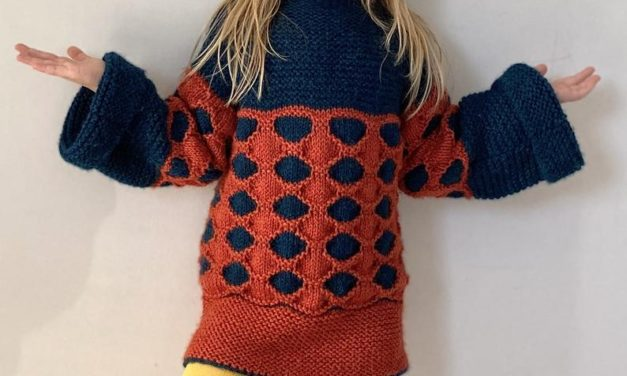Knit a Stylish Honeycomb Tunic For Your Favorite Gal!