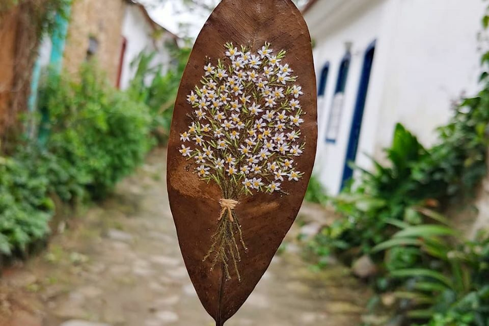 Gorgeous Embroidered Leaf Art By Arte e Ofício Ateliê