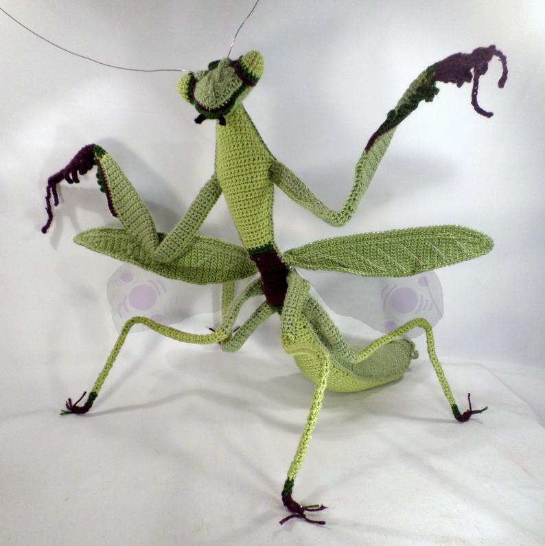 You Can Crochet a Fully Articulated Giant Praying Mantis ... WOW!