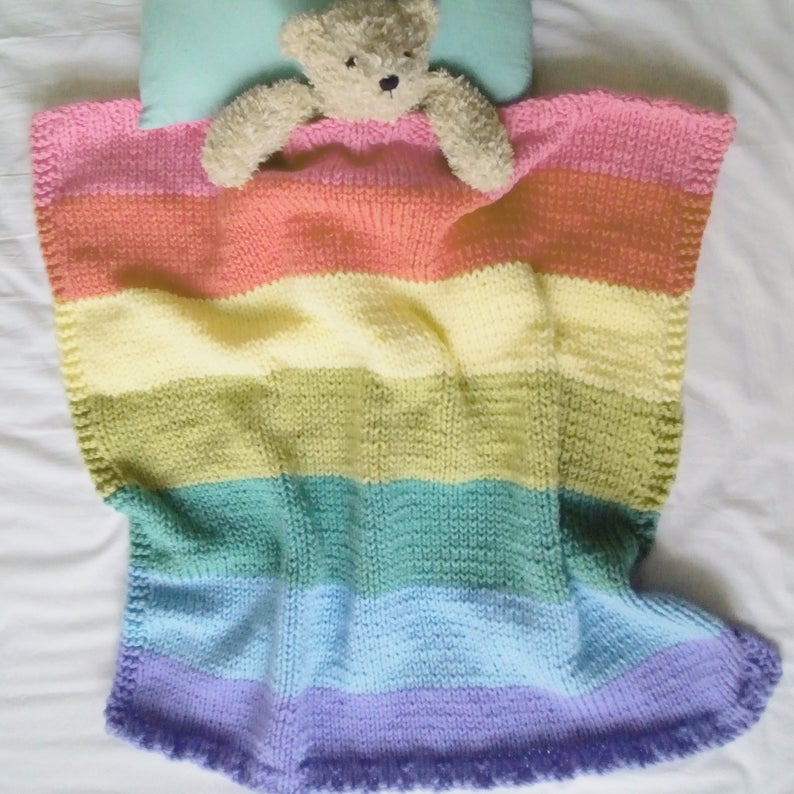 Get the knit pattern, designed by Lynn Garrett of Biscuit Scout #knitting