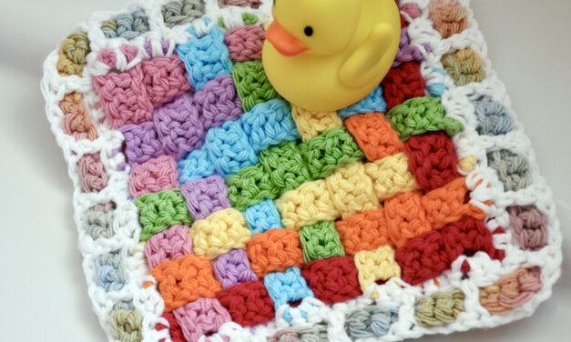 This Crochet Woven Washcloth Pattern Is Free, Colorful and Fun!