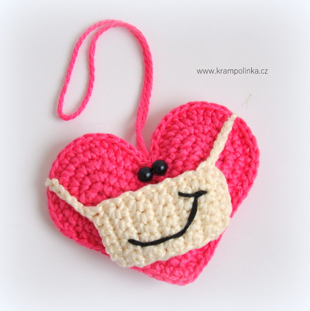 Crochet a Heart With a Facemask, Free Pattern From Katy Ramil Krampolinka