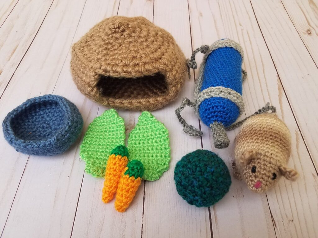 Crochet This Clever Hamster Play-Set! Includes Food Dish, Tiny Lettuce & Carrots, a WaterBowl, and More!