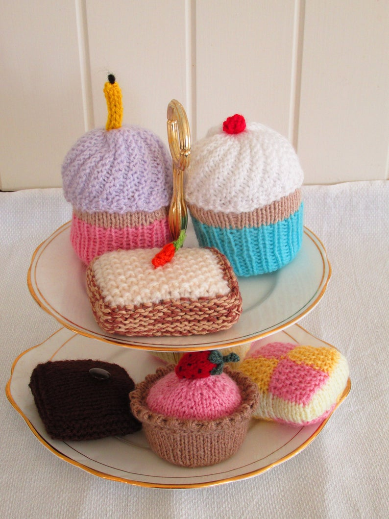 Get the knit pattern designed by Sophie Spiffing-Stitching of British High Sewciety #knitting