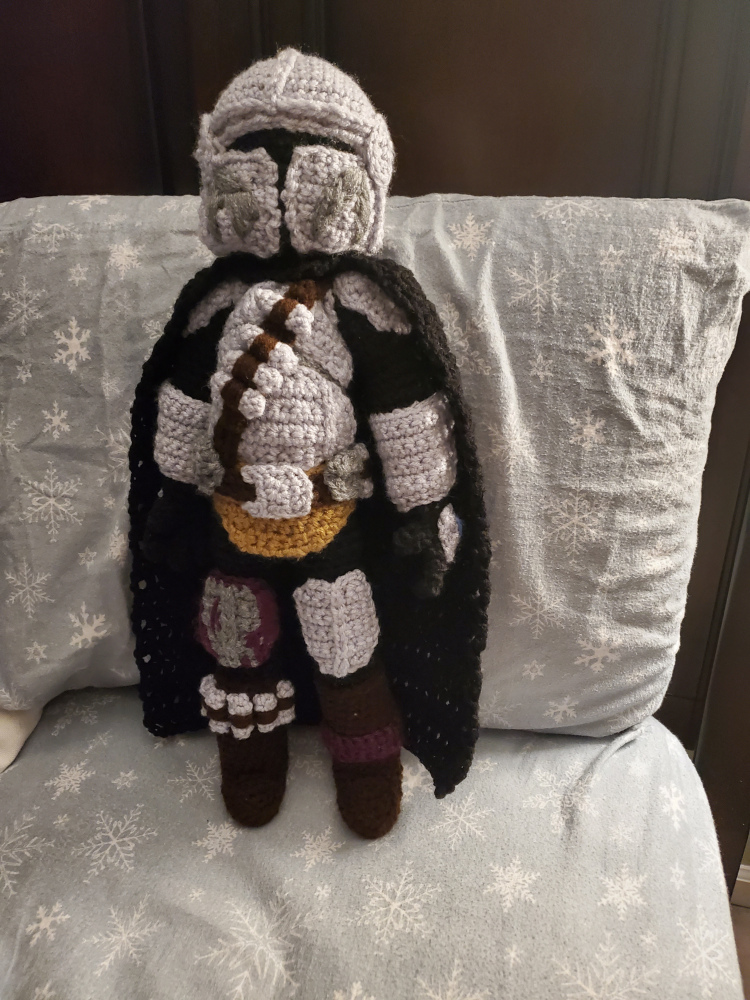 Crochet a Mandalorian Amigurumi, Free Pattern From Pig Loves Mouse