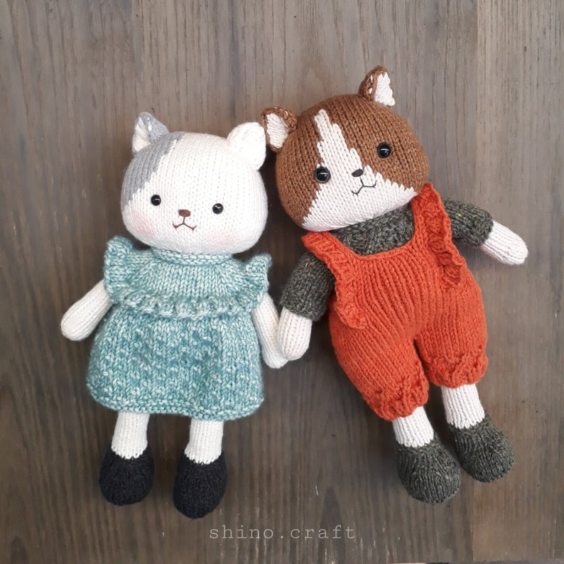Get the knit pattern from Trang Le of ShinoCrafts