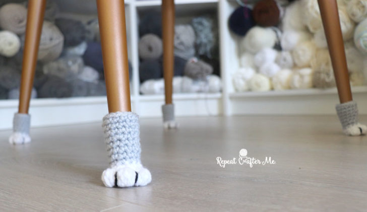 A New Take On A Popular Favorite ... Crochet Cat Paw Chair Socks With This Free Pattern And Tutorial!