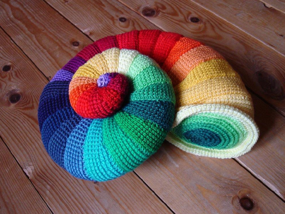 Crochet a Colorful Ammomite, the Forefather of the Nautilus