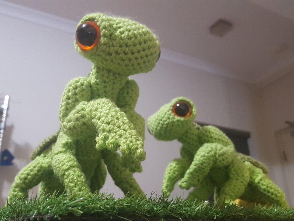 Adorable Cartoonish Praying Mantis Amigurumi By Complicated Knots ... Get The Pattern!