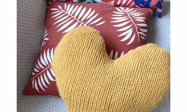 Knit a Big Heart Cushion For Someone You Love