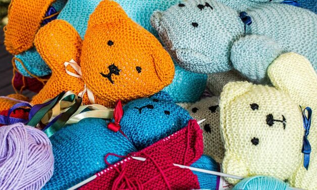 How Knitting Can Help Students Survive Through College