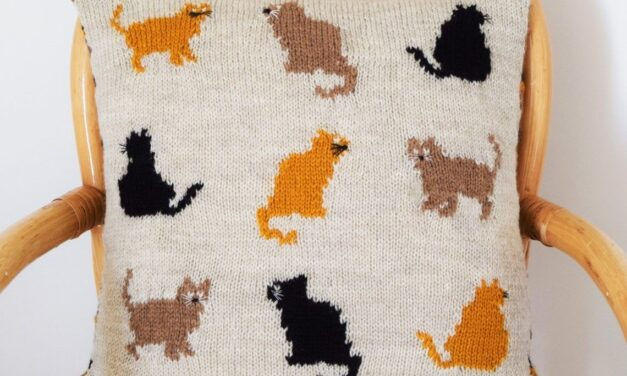 Everyday Is Caturday With This Retro Kitty-Cat Cushion Pattern From Knitters!