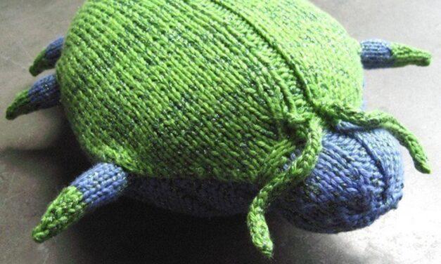 Knit a Sparkle Beetle … This Little Bugger is C-U-T-E!