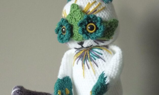 Crochet a Flower Cat Eyes Amigurumi, Inspired By The Paintings of Louis Wain