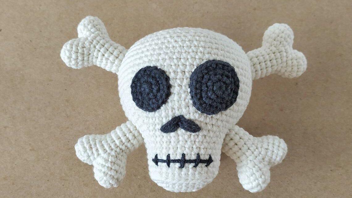 Super Cute Skull & Crossbones Amigurumi … Fun For Halloween, Cosplay, Gift-Giving!