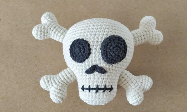 Super Cute Skull & Crossbones Amigurumi … Fun For Halloween, Cosplay, Gift-Giving!