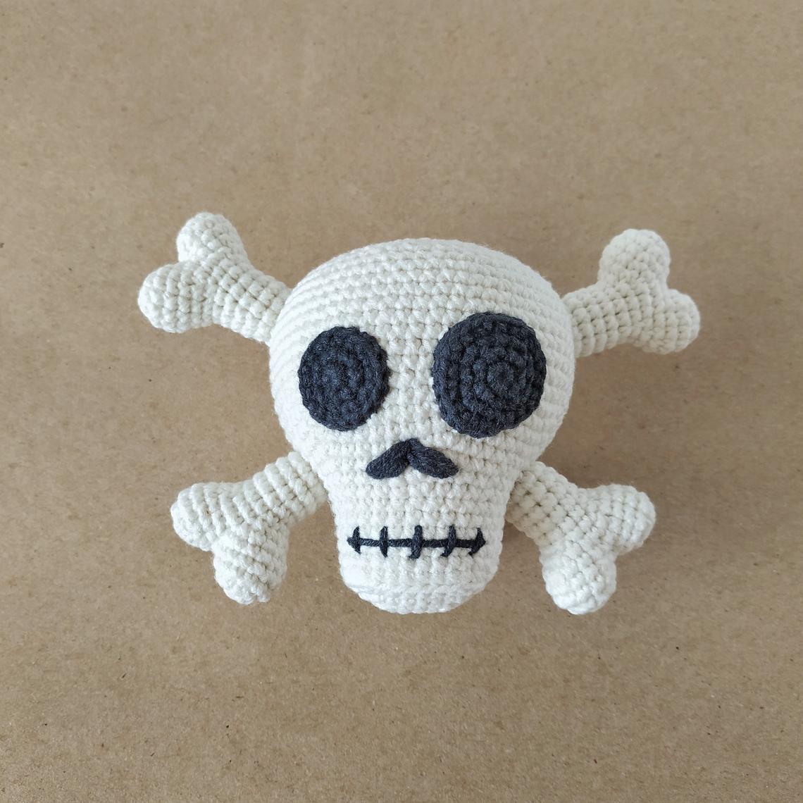 Super Cute Skull & Crossbones Amigurumi ... Fun For Halloween, Cosplay, Gift-Giving!