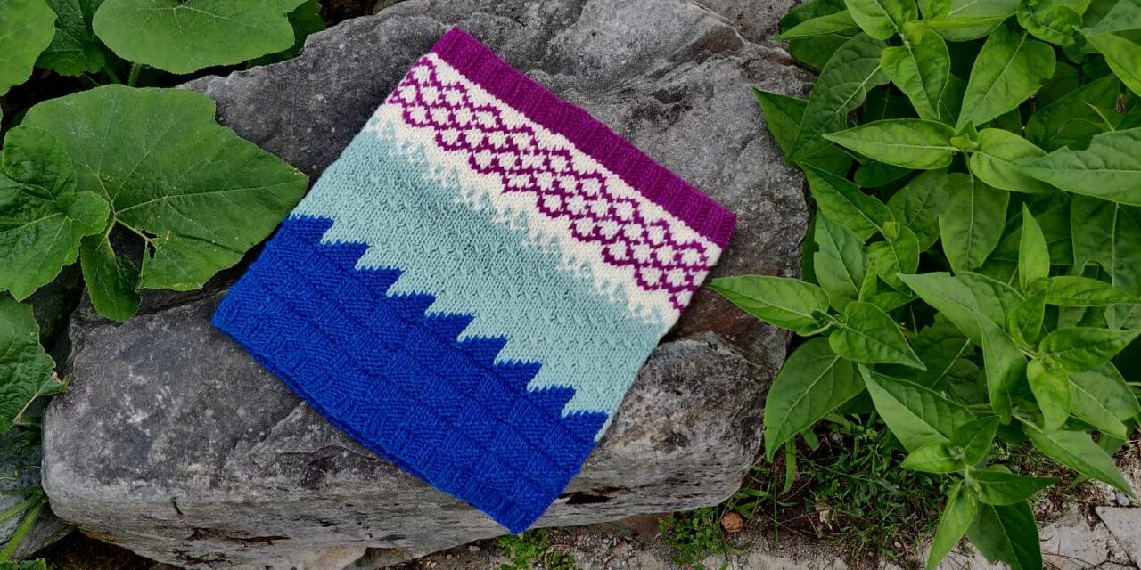 Knit a 'Salty Pond' Colorblock Cowl Designed Laura Velasco