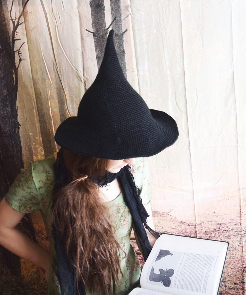 The Perfect Witch Hat Pattern For Crocheters ... It's FREE and Halloween Is Coming!