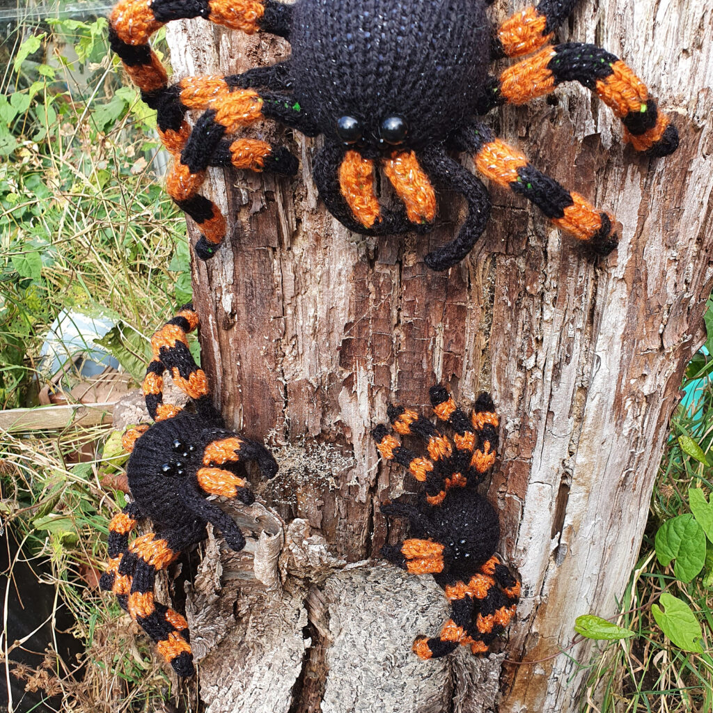 These Knit Tarantula Spider Baubles Have A Secret! Knit One To Find Out ...