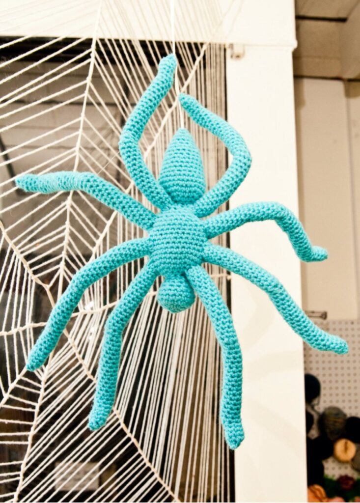 Crochet an Amigurumi Spider, The Perfect Pattern For Halloween!