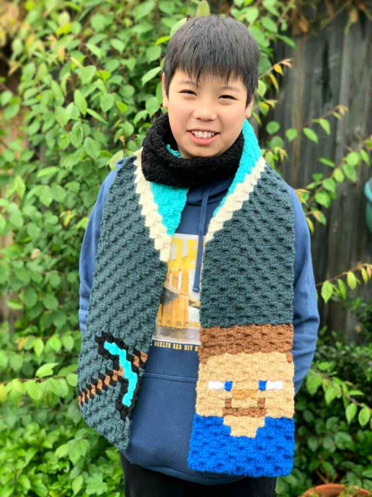 Don't Fear the Creeper, Crochet a Minecraft C2C Scarf For a Gamer You Love ...