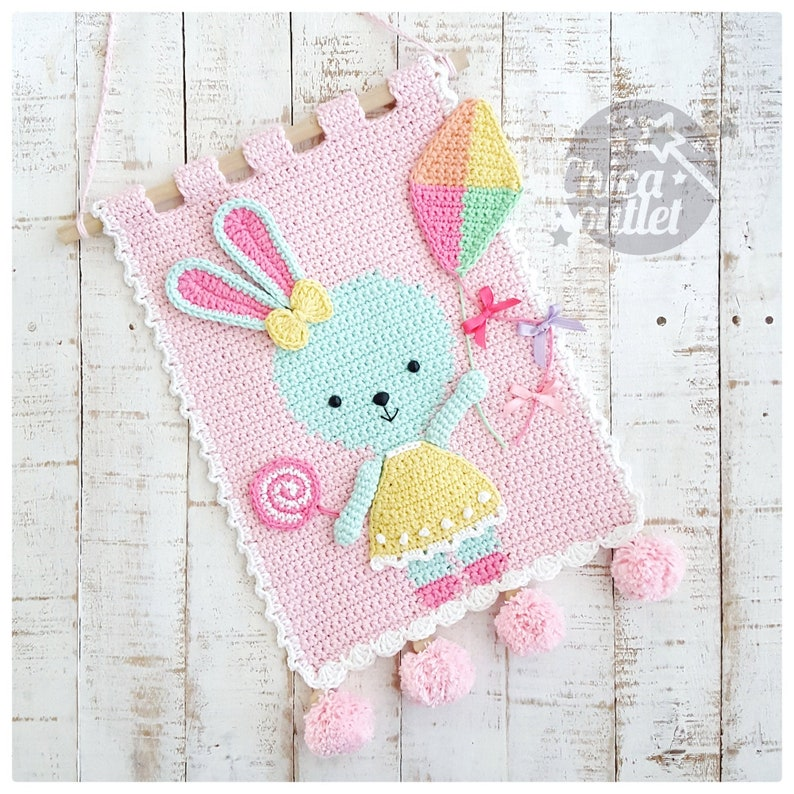 Cute & Adorable Crochet Wall Hanging Patterns By Laura Marchi of Chica Outlet