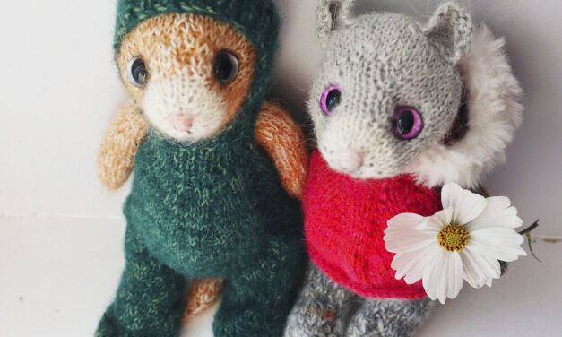 Knit a Cute & Cuddly Beginner Kitty With This Adorable New Pattern From Claire Garland
