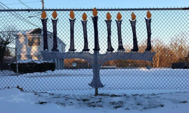 Sarah Divi Knit a Menorah Yarn Bomb To Celebrate The Eight Nights Of Hanukkah – So Clever!