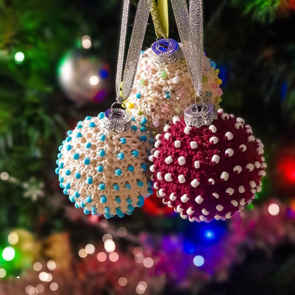 These Beaded Christmas Baubles Are The True Definition of Amazeballs ... Gorgeous, Elegant, Stunning ... WOW!